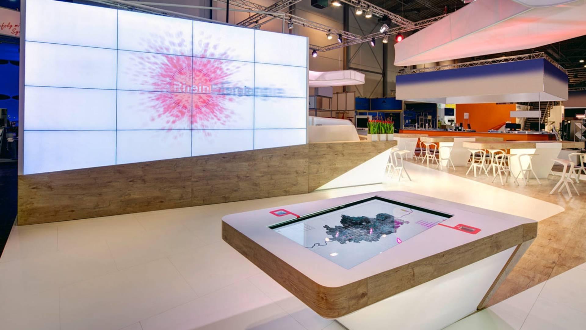 Rhein Energie - E-world - Multitouch - Objekterkennung - Videowall - Interaktiver Tisch - Touchanwendung - realtime visions