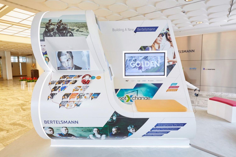 Bertelsmann - Interaktives Exponat - Creative Technology - Touchsensoren - Multitouch - LED - realtime visions