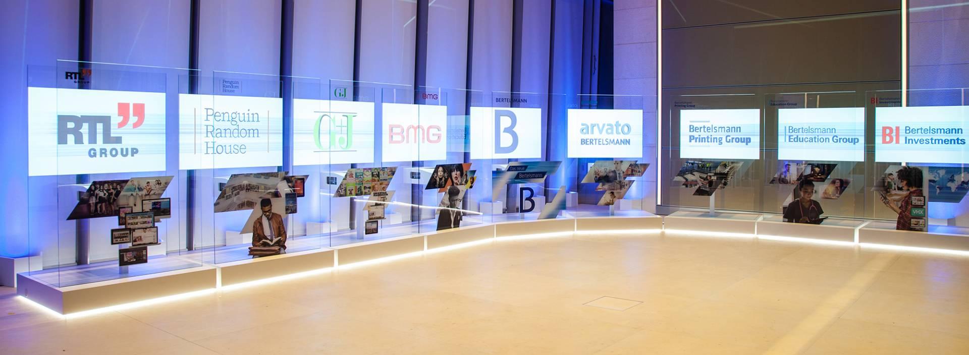 Bertelsmann - Projektion - Interactive Experiences - Creative Technology - Kurzdistanzprojektor - Synchronisierte Prajektionen - realtime visions