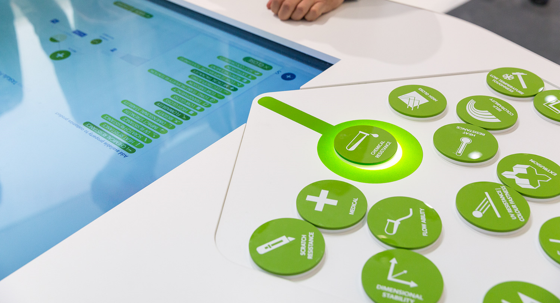 Styrolution - Interaktiver Tisch - Multitouch - Token - Objekterkennung - RFID - Messe - Interactive Experiences - realtime visions